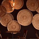 Lampa bambusowa - pomysł do wnętrz w stylu retro