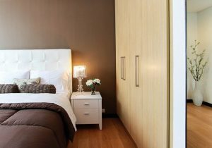 5 przykładów na wykorzystanie w sypialni lampy