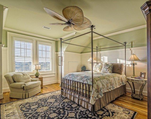 Lampa nad łóżkiem? 5 pomysłów na oświetlenie sypialni
