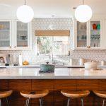 Pomysł na oświetlenie kuchni z aneksem