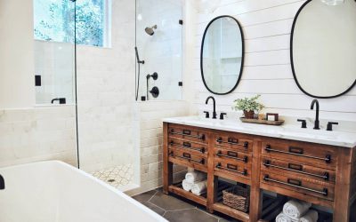 Jakie oświetlenie nad lustro do łazienki wybrać? Sprawdzamy praktyczne rozwiązania